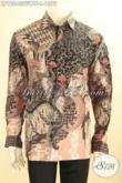 Kemeja Batik Sutra Nan Mewah, Busana Batik Tulis Premium Buatan Solo, Hadir Dengan Model Panjang Di Lengkapi Furing, Cocok Untuk Acara Formal Dan Rapat Kerja [LP12043SUWTF-L]