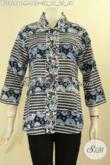 Baju Batik Atasan Untuk Wanita Kerja, Blouse Batik Kerah Lancip Kancing Depan Lengan 7/8 Motif Tren Masa Kini, Tampil Cantik Dan Berkelas [BLS9248C-M]