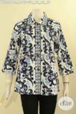 Batik Blouse Solo Lengan 7/8 Motif Bagus Jenis Cap, Pakaian Batik Wanita Masa Kini Model Kerah Lancip Pakai Kancing Depan, Tampil Cantik Bergaya [BLS9249C-M]