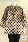 Blouse Batik Khas Jawa Tengah 2 Motif Lengan 7/8, Baju Batik Wanita Gemuk Model Kerah Shanghai Pakai Kancing Depan, Tampil Modis Bergaya [BLS9587C-XXL]