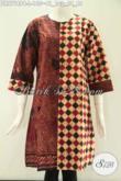 Dress Batik Modis 2 Motif Khas Solo, Busana Batik Wanita Masa Kini Yang Cocok Untuk Kerja Dan Hangout Berbahan Halus Model Tanpa Kerah Lengan 7/7 Dan Pakai Resleting Belakang [DR9718PB-L]
