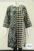 Jual Online Dress Batik Wanita Gemuk Yang Menunjang Penampilan Lebih Bergaya, Hadir Dengan Kombinasi 2 Motif Khas Solo Pakai Resleting Belakang Lengan 7/8 Kwalitas Istimewa [DR9727PB-XXL]