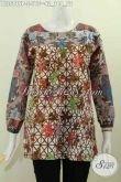 Baju Batik Wanita Lengan Panjang, Hadir Dengan Desain Tanpa Kerah Berpadu Kombinasi Dua Warna Nan Modi Motif Keren Proses Printing Tampil Lebih Menarik [BLS5819P-S]