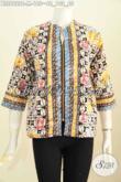 Foto Baju Batik Untuk Wanita, Desain Blus Modern Kantong Paspol Kanan Kiri Dengan Resleting Depan Motif Cap Buatan Solo, Cocok Untuk Hangout [BLS6922C-M]