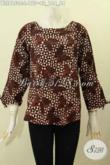 Model Baju Batik Wanita Untuk Tampil Trendy Dan Gaya, Blus Tanpa Krah Motif Unik Proses Cap, Pakaian Batik Kancing Belakang Untuk Kerja Dan Jalan-Jalan [BLS8150C-L]