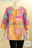 Baju Blus Batik Solo Jawa Tengah Nan Istimewa, Pakaian Batik Solo Halus Model Kancing Depan Dengan Lengan 7/8 Motif Kekinian, Penampilan Lebih Modis Dan Gaul [BLS8509P-M]
