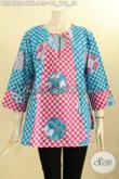 Koleksi Baju Batik Keren Untuk Perempuan Gemuk, Blouse Batik Istimewa Motif Trendy Desain Kancing Depan Dengan Lengan 7/8 Pas Buat Kerja Dan Santai Harga 140K [BLS8522P-XXL]