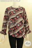 Model Busana Batik Blus Nan Elegan Dan Berkelas, Pakaian Batik Wanita Lengan Panjang Motif Bagus Proses Cap Bahan Paris Di Lengkapi Resleting Depan Harga 165K [BLS8526CR-M]