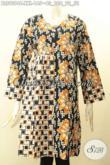 Blouse Batik Solo Modern Lengan Panjang Ukuran Jumbo, Busana Batik Wanita Gemuk Desain Kekinian Motif Trendy Tampil Stylish [BLS9094C-XXL]
