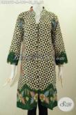 Design Baju Batik Wanita Terbaru, Dress Batik Kancing Banyak Kwalitas Istimewa Buatan Solo Indonesia Untuk Wanita karir Tampil Mempesona [DR6897P-M]
