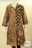 Model Busana Batik Kerja Wanita Kantoran, Dress Batik Solo Asli Lengan 3/4 Kerah Langsung Dengan Aksesoris Di Bagian Dada Kanan Kiri, Tampil Gaya Dan Kekinian [DR8920PB-L]