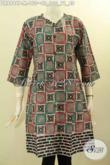 Dress Batik Wanita Muda, Pakaian Batik Motif Unik Desain Keren Lengan 3/4 Kancing Depan Tanpa Kerah, Pas Untuk Kerja Dan Hangout [DR8996P-M]
