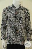 Baju Kemeja Batik Parang Bunga Desain Berkelas Proses Kombinasi Tulis, Hem Batik Lengan Panjang Size M Untuk Kawula Muda Tampil Keren Dan Elegan [LP4561BT-M]